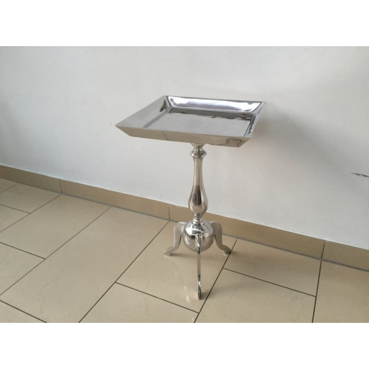 Beistelltisch quadratisch silber metall barock for Beistelltisch quadratisch metall