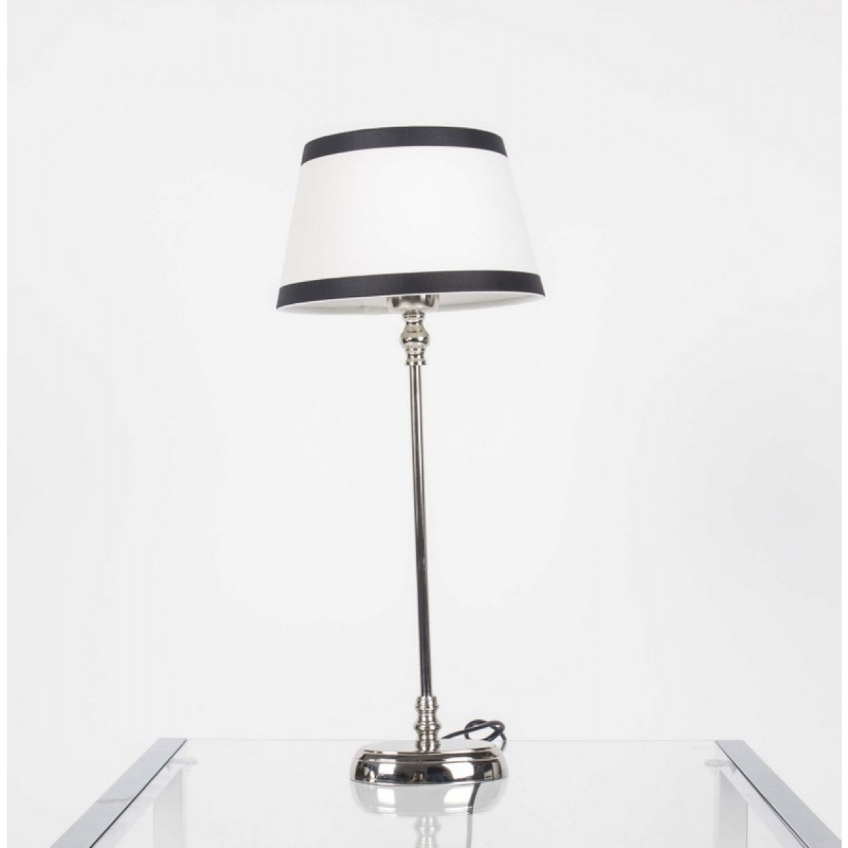 tischlampe mit lampenschirm wei schwarz tischlampe. Black Bedroom Furniture Sets. Home Design Ideas