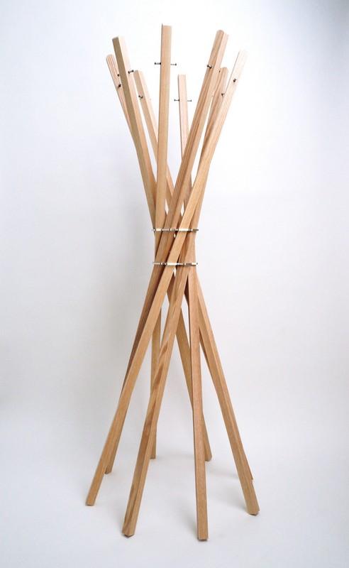 Garderobenständer aus Holz massiv und Edelstahl, moderne Garderobe, Farbe Esche-Natur, Ø 65 cm