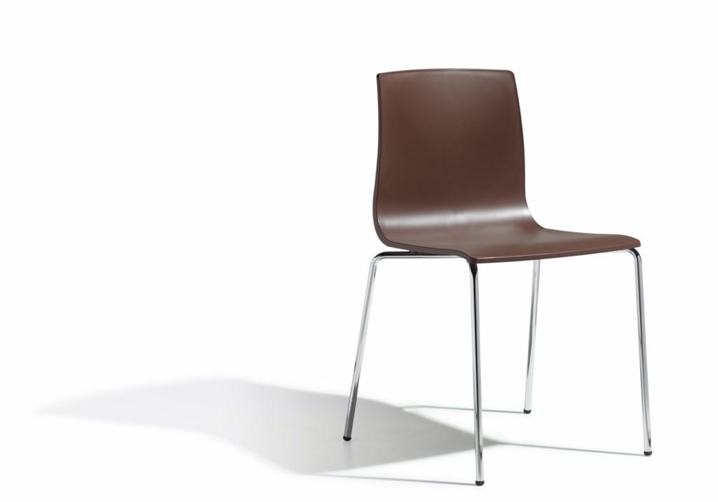 Design Stuhl, Farbe braun, stapelbar