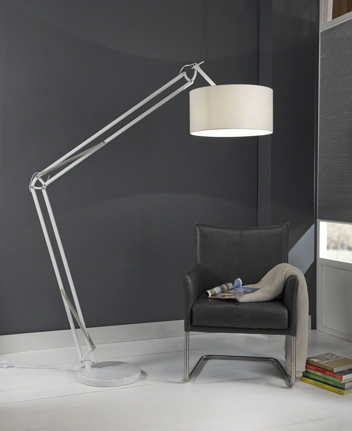 Stehleuchte mit einem Lampenschirm, Stehlampe Weiß