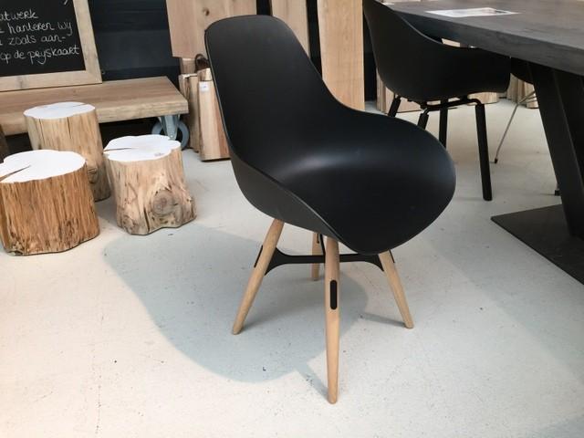 Design Stuhl schwarz, Gestell Eichenholz-Metall,  Stuhl schwarz