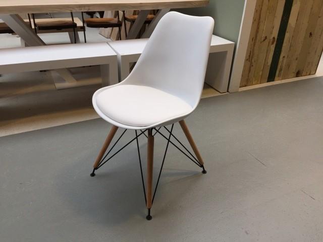 Design Stuhl, Stuhl weiß gepolstert mit Metallgestell schwarz