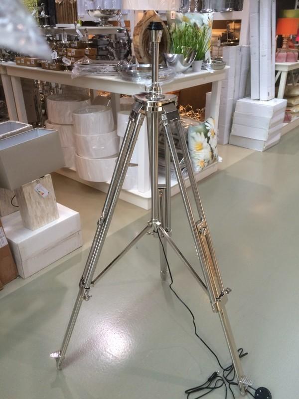 Lampenfuß für eine Stehlampe, Dreibein Lampenfuß aus Metall, Höhe 104-170 cm