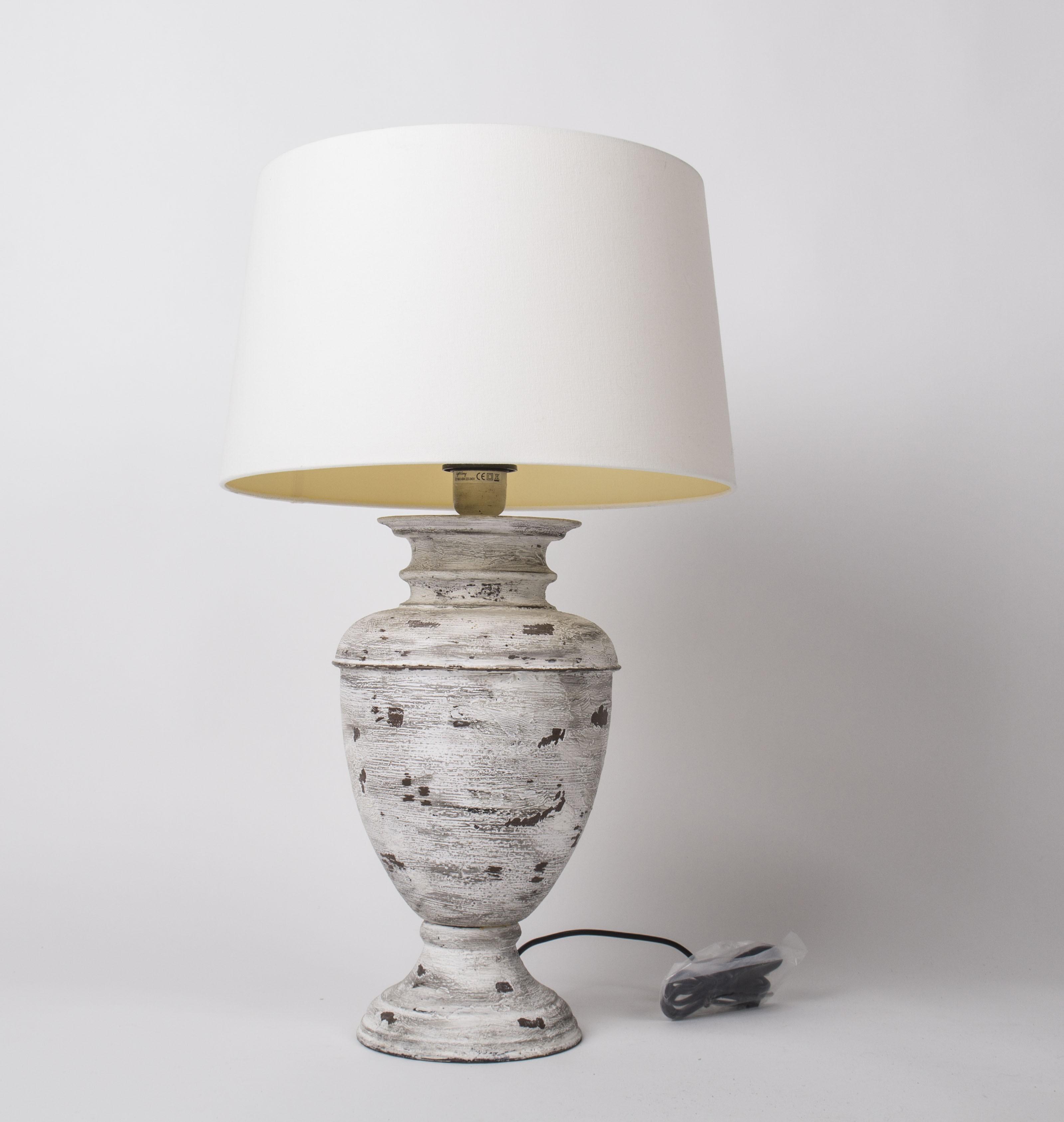 Tischlampe vintage mit Lampenschirm creme, Tischleuchte im Landhausstil, Höhe 67 cm