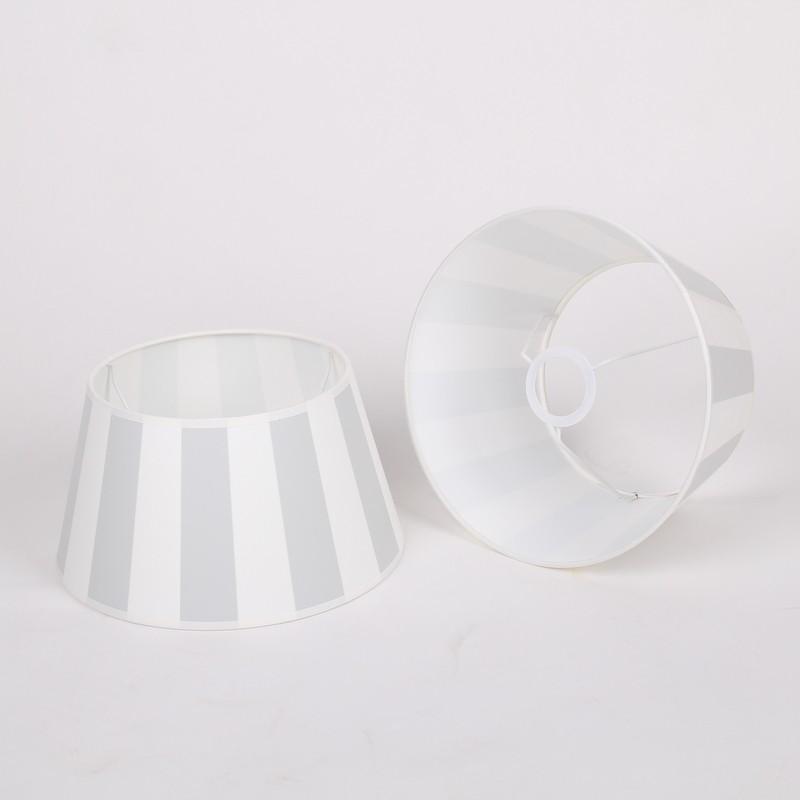 Gestreifter Lampenschirm, Farbe grau-weiß, Form rund Ø 30 cm