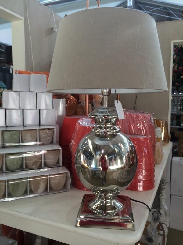 Tischlampe Farbe Silber mit Lampenschirm Farbe Leinen, Tischleuchte verchromt, Höhe ca. 70 cm