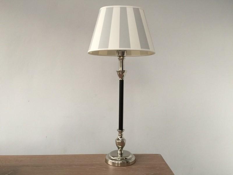 Tischleuchte mit Lampenschirm beige weiß,  Tischlampe schwarz-verchromt, Höhe 55 cm