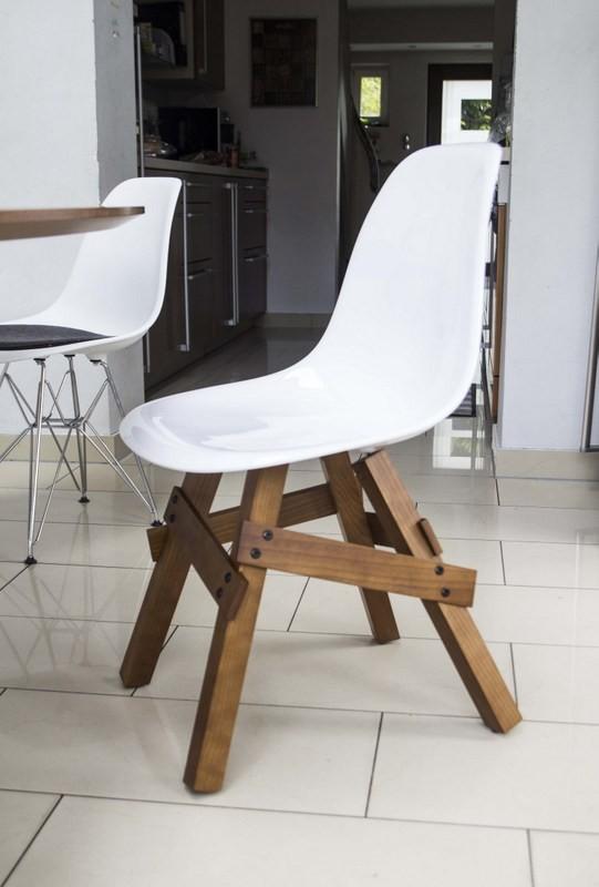 design stuhl wei e sitzschale gestell aus massivholz sitzh he 46 cm. Black Bedroom Furniture Sets. Home Design Ideas