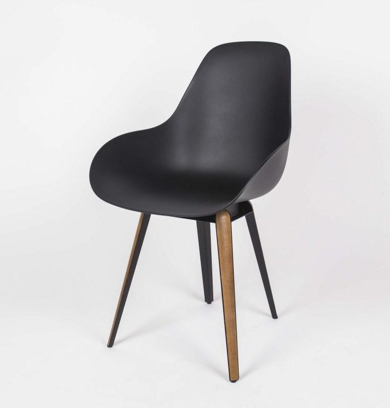 Design Stuhl schwarz mit Holzelementen