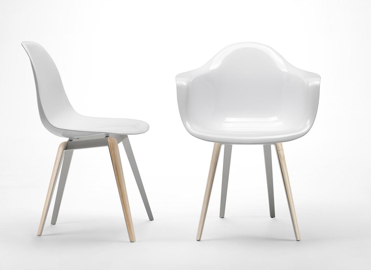 Design Stuhl mit Armlehne in vier Farben